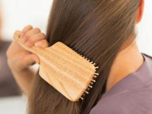7 وصفات مذهلة لتطويل الشعر بالأعشاب